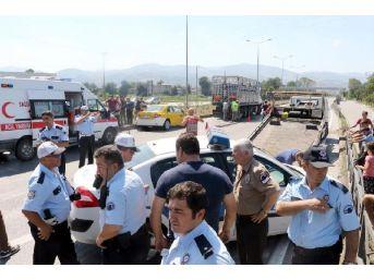 Polis Otomobili Ile Ticari Taksi Çarpıştı: 3 Yaralı