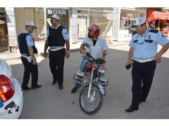 Niksar'da Motosiklet Sürücülerine Kask Uyarısı