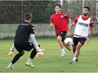 Adanaspor'da Futbolcular Göz Doldurdu
