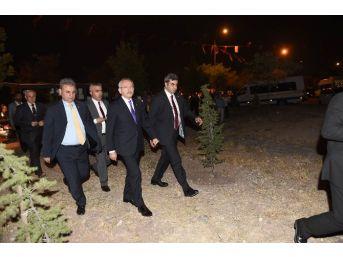 Kılıçdaroğlu'dan Şehit Evine Taziye Ziyareti