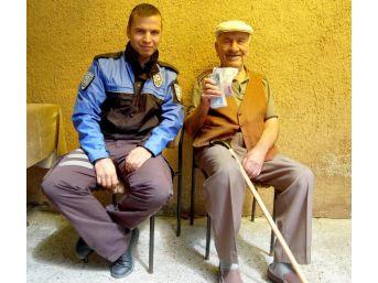 Emekli Öğretmeni Dolandırılmaktan Polis Kurtardı