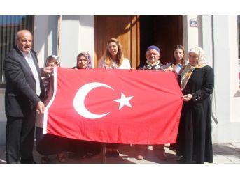 Taşköprü Belediyesi 3 Bin Adet Türk Bayrağı Dağıttı