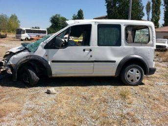 Ereğli'de Hafif Ticari Araç Takla Attı: Üç Yaralı