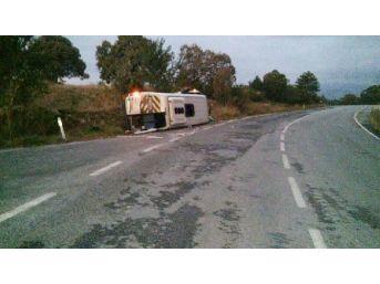 Emet'te Minibüs Devrildi, 16 Kişi Yaralandı