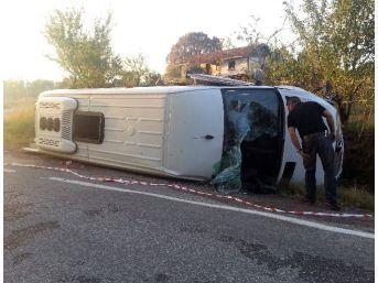 Emet'te Yolcu Minibüsü Devrildi: 16 Yaralı