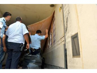 Hırsızlık Ihbarına Gittiler, 100 Bin Kaçak Sigara Ele Geçirdiler