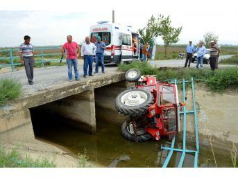 Söke'de Traktör Su Kanalına Devrildi: 2 Yaralı