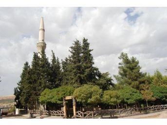 Nizip'te Minareye Yıldırım Düştü