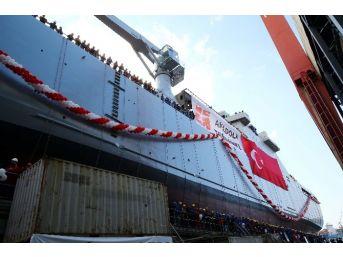 "Harp Gemisi ""bayraktar"" Denize İndi"