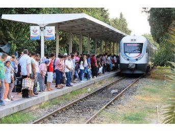 Ödemiş'te Bayramın En Hareketli Adresleri Otogar Ve Tren Garı Oldu