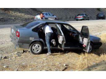 Otostop Yaparak Aracına Bindikleri Tesisatçıyı Dövüp Kaçtılar