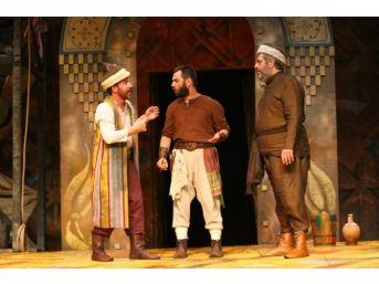 Büyükşehir Tiyatroları Perdelerini Açtı