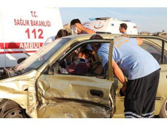 Mut'ta 3 Aracın Karıştığı Zincirleme Kazada 4 Kişi Yaralandı