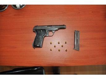 Uyuşturucu Ve Ruhsatsız Silahla Yakalanan 2 Kişiye Gözaltı