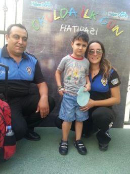 Lösemiyi Yenip Okula Başlayan Yağız'a Polisten Ziyaret
