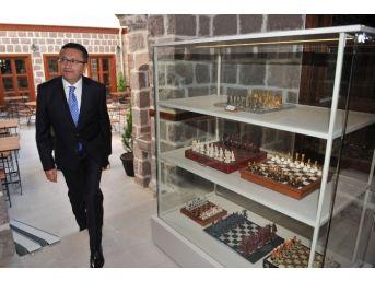 Başkan Tiryaki Satranç Müzesi'ni Gezdi