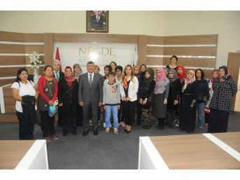Niğde Kadın Platformundan Belediye Başkanı Akdoğan'a Plaket