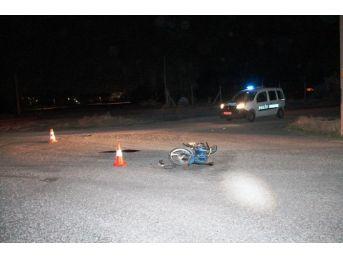 Otomobil İle Motosiklet Çarpıştı; 2 Yaralı