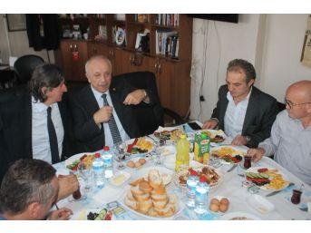 Özbakır Gazetecilerle Bir Araya Geldi