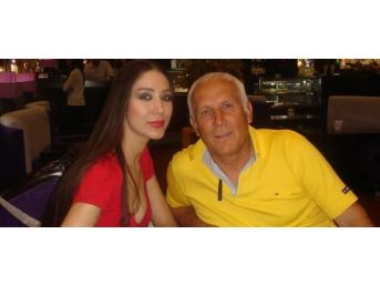 Ünlü Manken'in Eski Milli Futbolcu Babası Evinde Ölü Bulundu