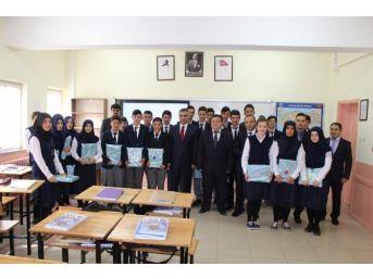Kelkit'te Öğrencilere Tablet Bilgisayar Dağıtıldı