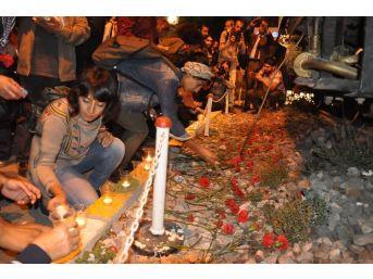 Ankara'daki Patlamada Ölenler İzmir'de Anıldı