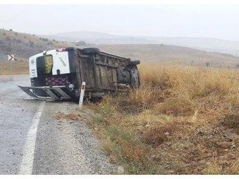 Okul Servis Minibüsü Devrildi 16 Kişi Yaralandı