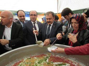 Bakan Eroğlu Seçim Çalışmaları Kapsamında Sandıklı İlçesini Ziyaret Etti