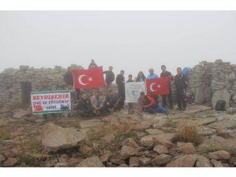 Beyşehir'de Doğaseverlerden Cumhuriyet Tırmanışı