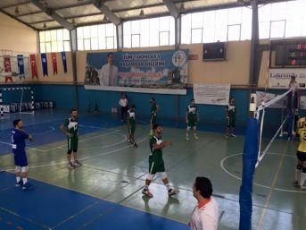 Malkara Belediyespor'un Voleybol Maçındaki Mücadelesi Takdir Topladı