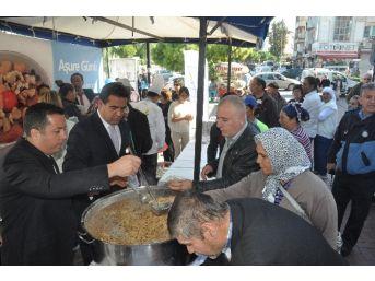 Kuşadası Belediyesi, 5 Bin Kişiye Aşure Dağıttı