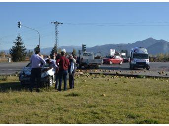 Seydişehir'de Otomobil İle Kamyonet Çarpıştı: 2 Yaralı
