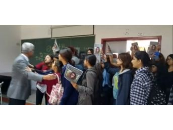 Sınıf Basıp Tacizci Aradılar, Her Şeyi Kameraya Kaydettiler