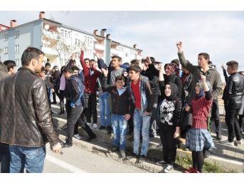 Öğrenciler Kazada Ölen Arkadaşları İçin Eylem Yaptı