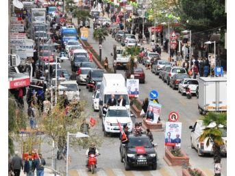 Ödemiş'te Konvoy Araçları Trafiği Aksatıyor