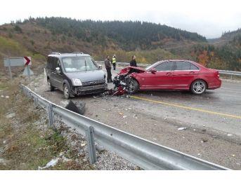 Küre'de İki Araç Kafa Kafaya Çarpıştı: 1 Yaralı