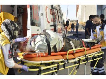 Otomobil Kanala Uçtu: 3 Yaralı