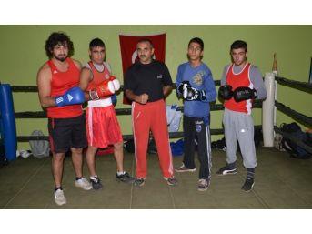 Adanalı 4 Boksör Türkiye Boks Şampiyonasına Katılmak İçin Sivas'a Gitti
