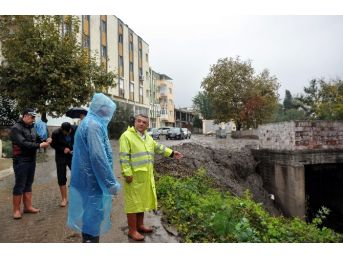 Kuşadası'nda Su Baskınının İzleri Siliniyor