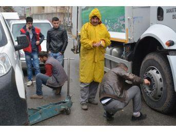 Tatvan'daki Sürücüler Lastikçilere Akın Ediyor