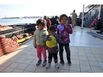 Avrupa'ya Kaçarken Yakalanan Suriyeli Kaçakların Bombalarla Yaralanan Çocukları Yürek Burktu
