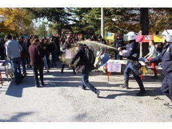 Anadolu Üniversitesi'nde Gerginlik: 4 Yaralı