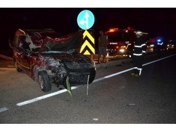 Manisa'da Otomobil İle Tavuk Yüklü Kamyon Çarpıştı: 2 Yaralı