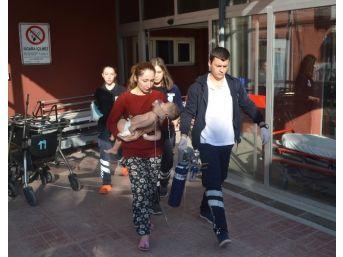 Yangında Dumandan Etkilenen 2'si Çocuk 4 Kişi Hastaneye Kaldırıldı