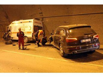 Ambulans İle Cip Çarpıştı, 3 Sağlık Personeli Yaralandı