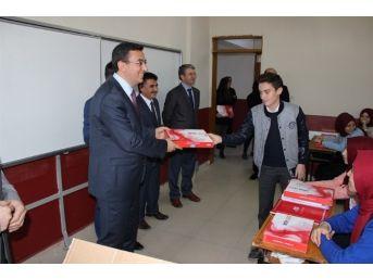 Kaymakam Keçeli'den Öğrencilere Tablet