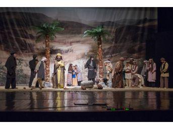 """Başkent Tiyatrosu'nun """"asr-ı Saadet""""ine İzleyiciden Tam Not"""