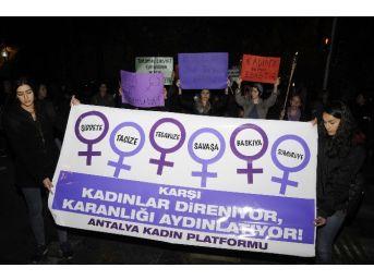 Kadınlardan Şiddete Karşı Meşaleli Yürüyüş