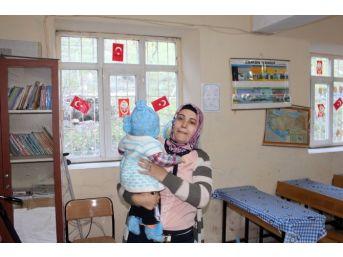 (özel Haber) Dikkat Sınıfta Bebek Var