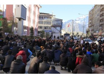 Hdp'nin Yürüyüşü Polis Engeline Takıldı